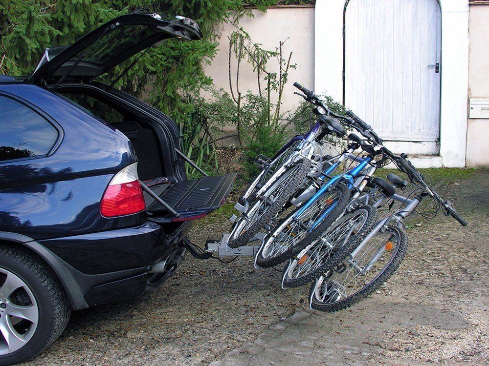 Hecktäger an Auto montiert